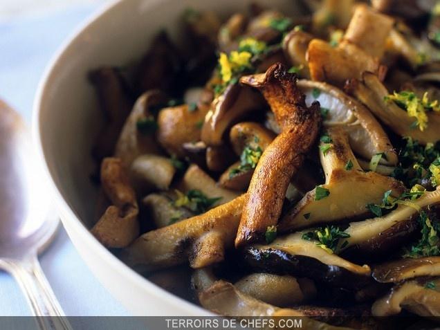 Fricass e de champignons sauvages automne de saison - Cuisiner champignons de paris frais a la poele ...