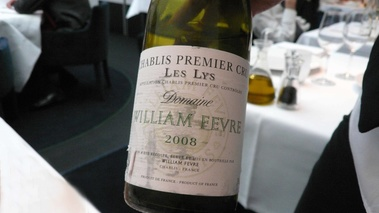 Restaurant Helen - bouteille de Chablis William Fevre