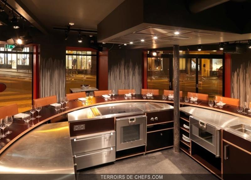 Table ronde restaurant anne sophie pic christopher hache jerome banctel - Tables de cuisine rondes ...